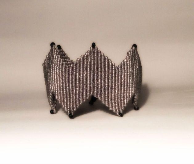 micro macrame bracelet zigzag